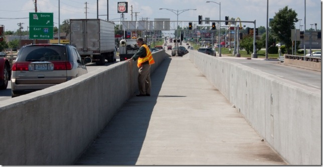 Median barrier separated pedestrian walkway in Springfield, Missouri